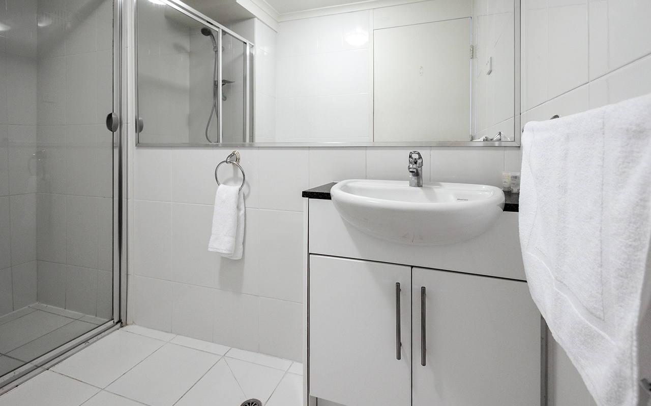 Horizon Holiday Apartments 1 Bedroom Ocean View Apt Bathroom