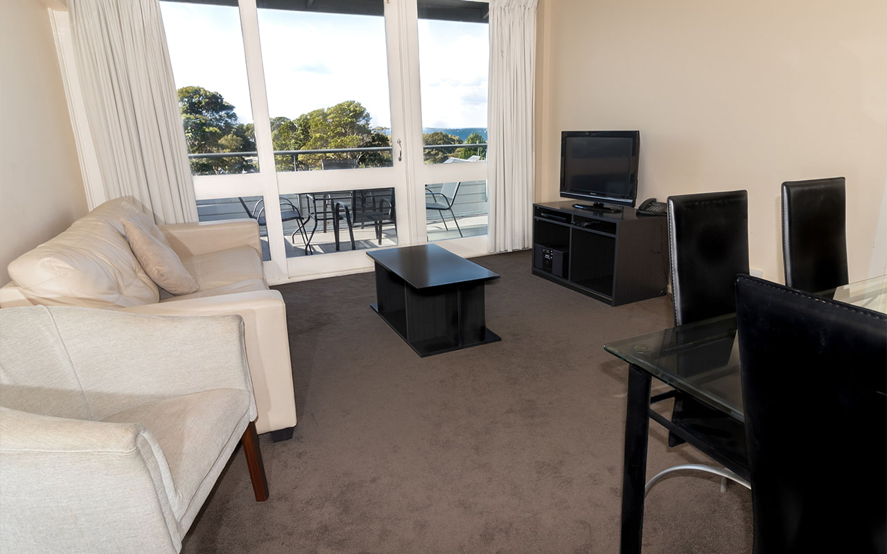 Horizon Holiday Apartments 1 Bedroom Ocean View Top Level Apartment Living Room